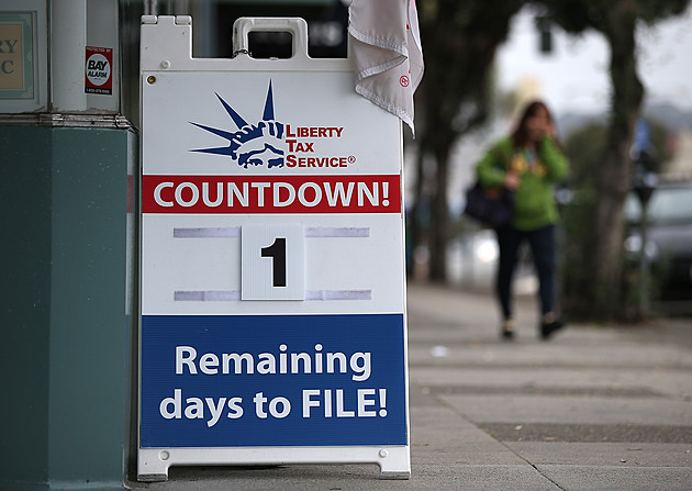 Tax Preparers Help Last Minute Filers Ahead Of Income Tax Deadline